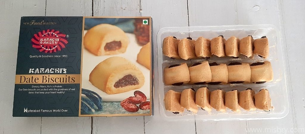 कराची बेकरी डेट बिस्किट अच्छे से पैक किए गए हैं