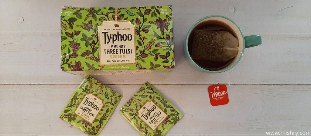 टाइफू इम्यूनिटी थ्री तुलसी से चाय बनाते समय