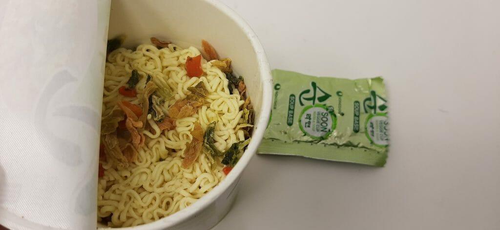 नोंगशिम सून नूडल सूप - पैक की सामग्री