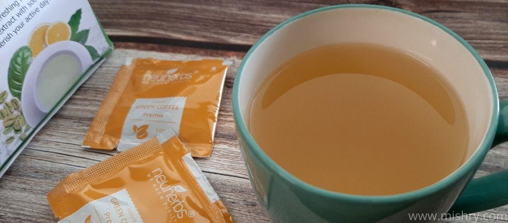 न्यूहर्ब्स इंस्टेंट ग्रीन कॉफी का मिश्रण साफ है