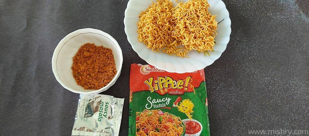 यप्पी सॉसी मसाला नूडल्स की सामग्री