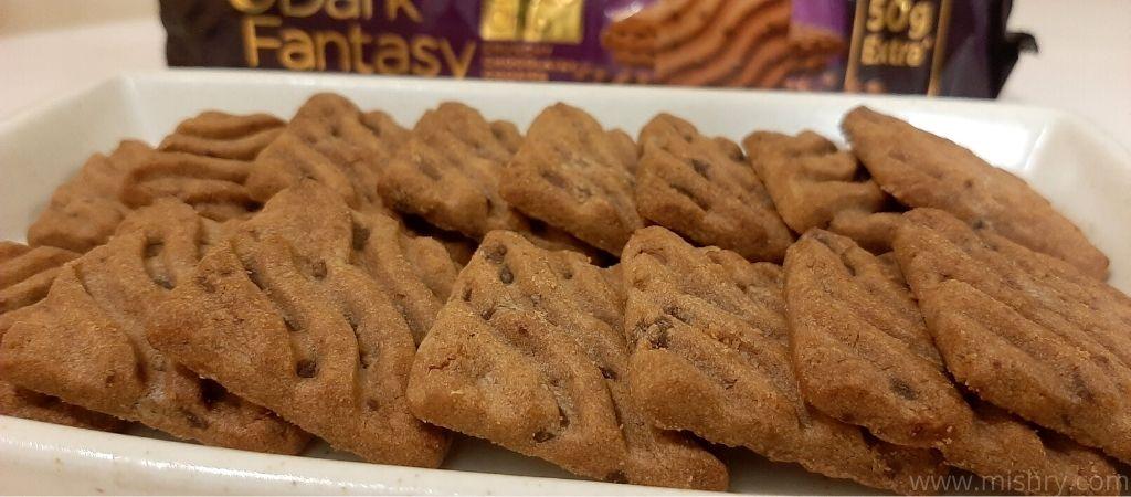 सनफीस्ट डार्क फैंटसी चॉकलेट चिप्स कुकीज़ रिव्यू