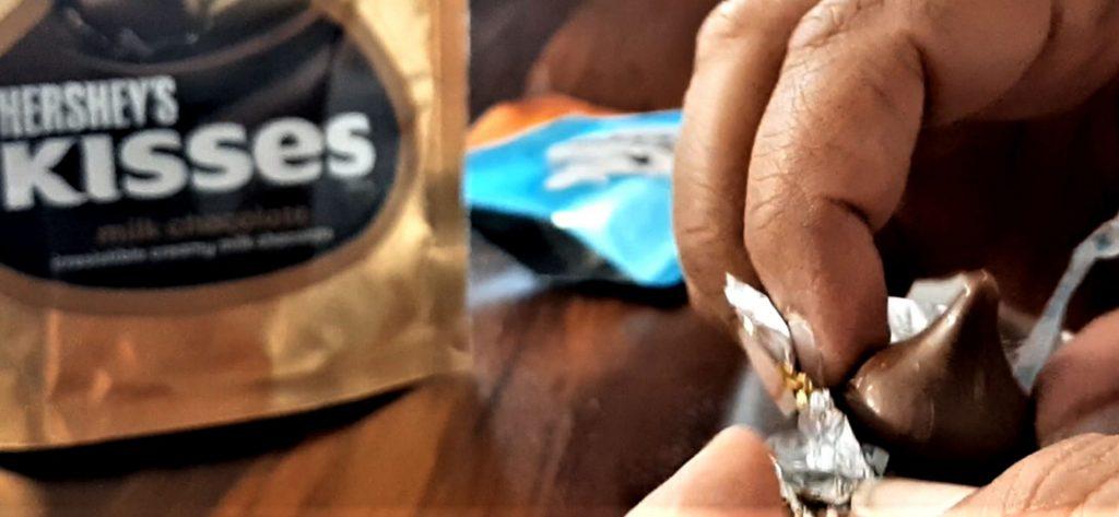 हर्षीस किस्सेस मिल्क चॉकलेट रिव्यू
