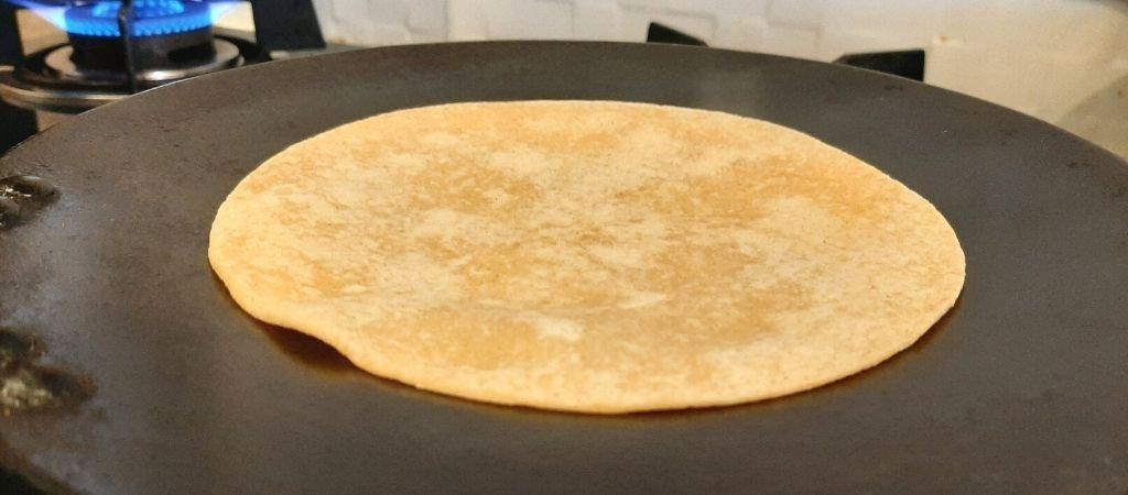 हार्वेस्ट गोल्ड हल्का फुल्का रेडी-टू-कुक रोटी पकाते समय