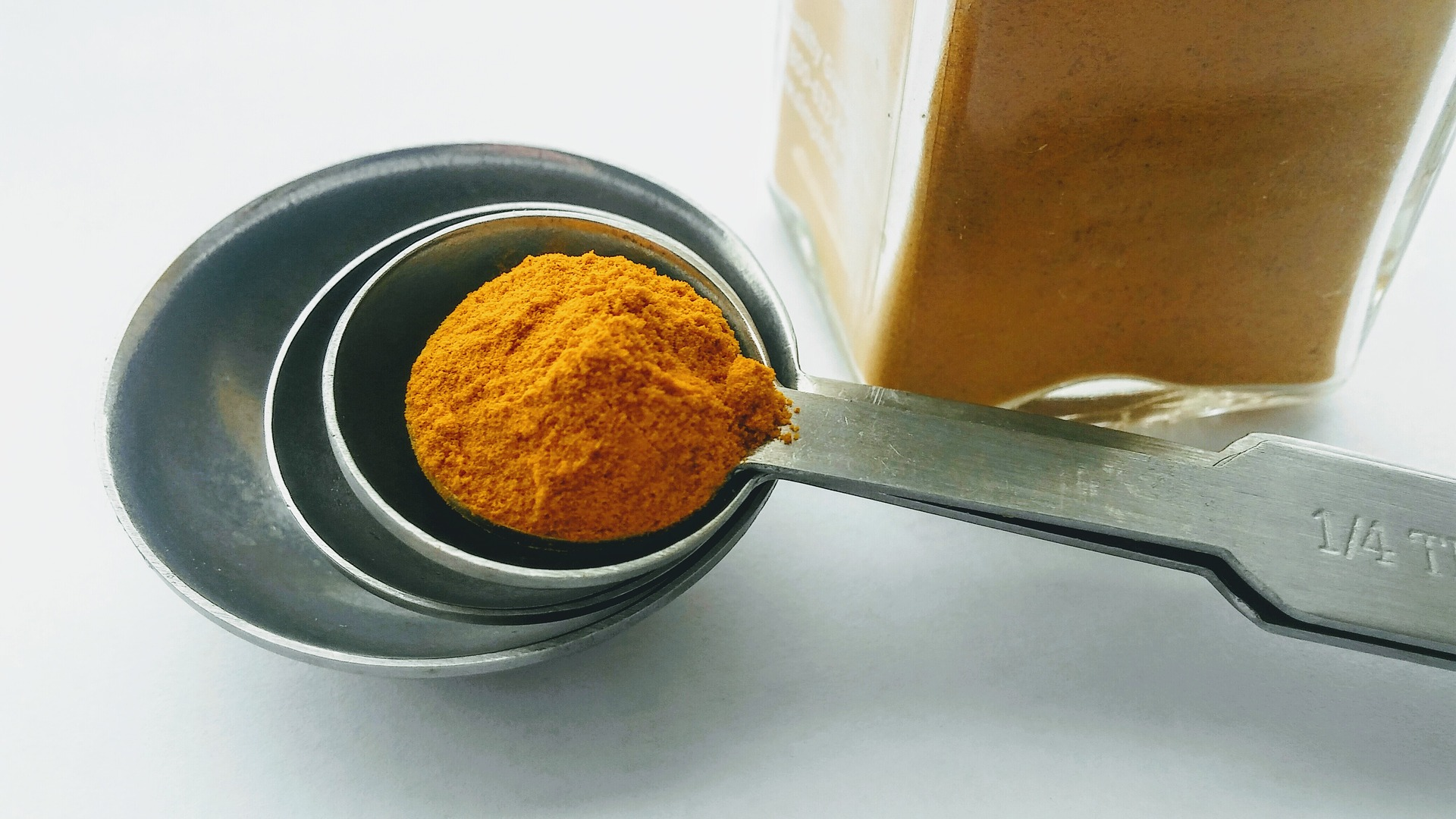 difference between turmeric & curcumin-mishry